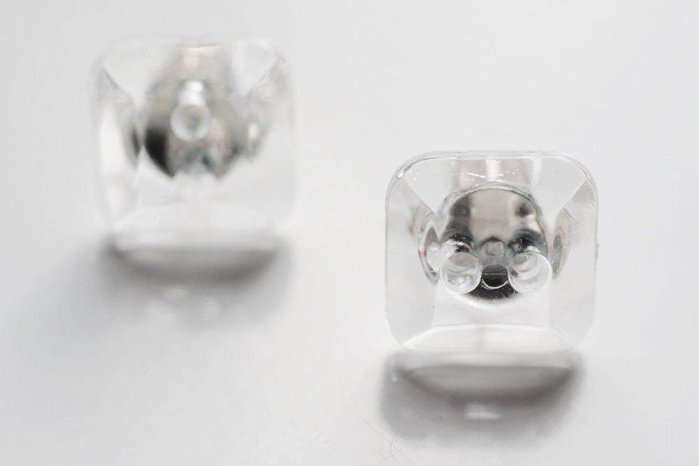 Transparenta knappar, örstickare