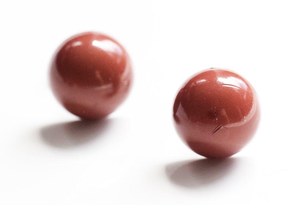 Bruna knappar, örstickare