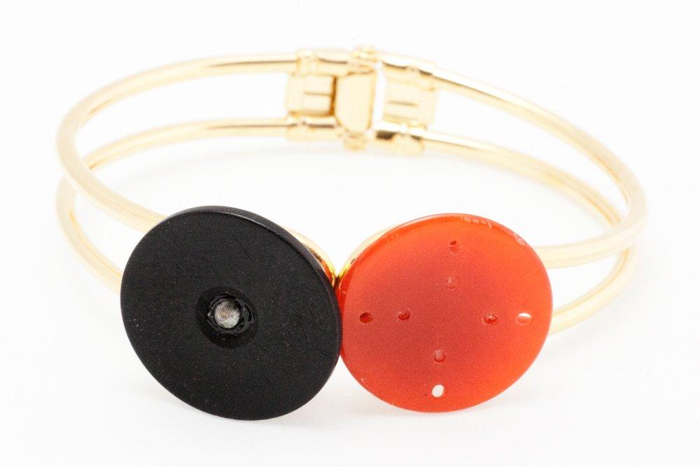 Svarta och orange knappar, armband
