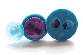Turkos och lila knappar, slipsnål