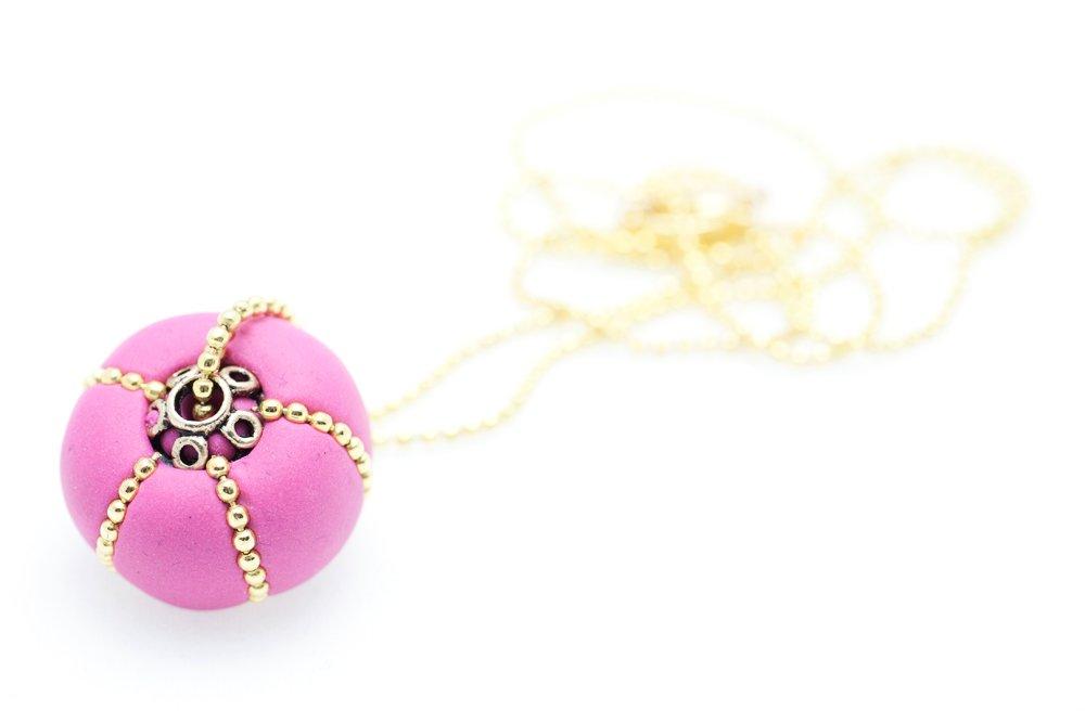 Pärla i rosa och guld, på kedja