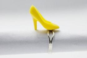 Högklackat i gult, ring