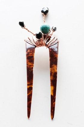 Hårdekor i svart och turkos på vintage-hårnål