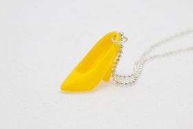 Högklackat i gult på kedja