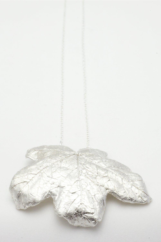Silverlöv på kedja