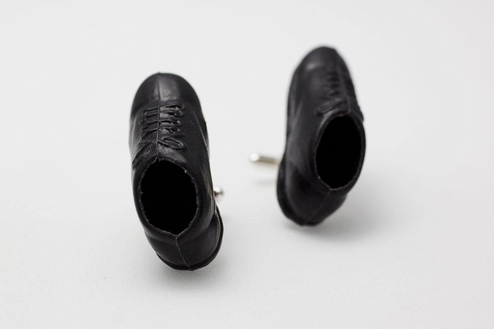 Sneakers i svart, manschettknappar