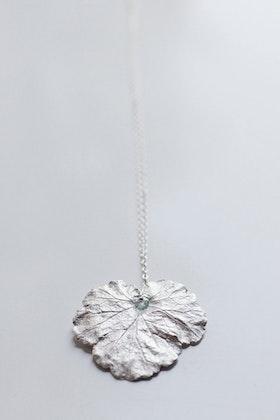 Silverlöv med kristall på kedja