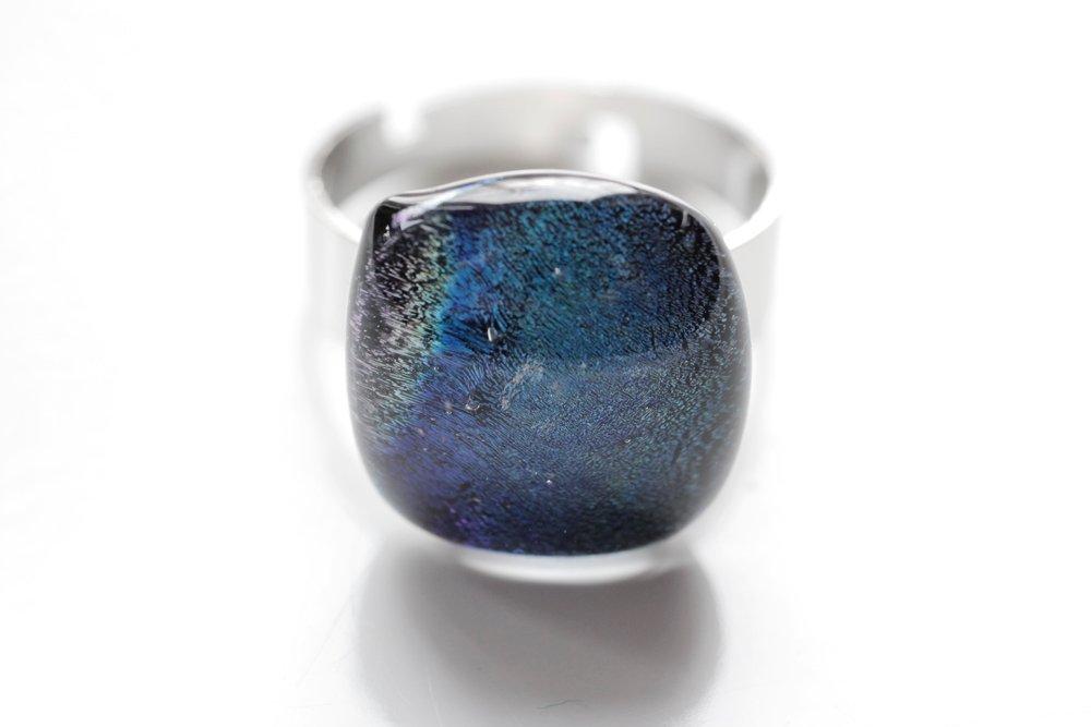 Ring av handgjort glas i blått