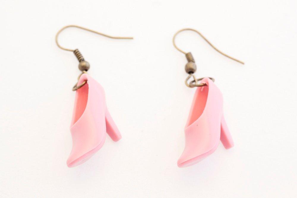 Högklackat i rosa, örhängen