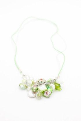 Grönt och vitt halsband