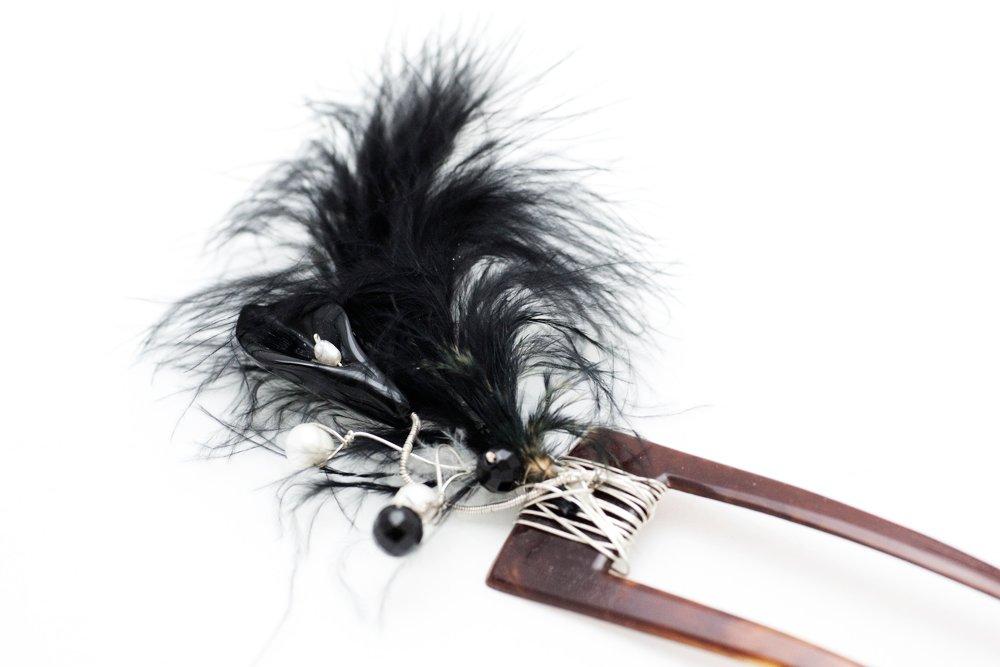 Svart hårsmycke på vintage-hårnål