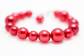 Pärlarmband i rött