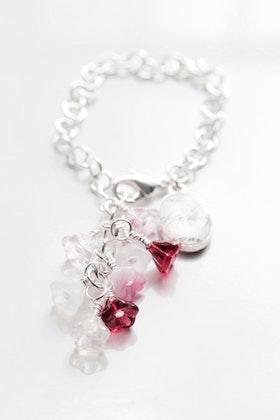 Armband med blommor och berlock