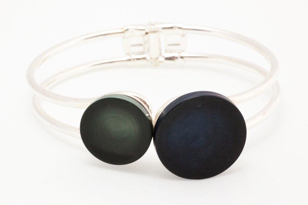 Gröna och marinblå knappar, armband