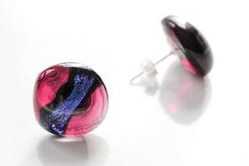 Örstickare av handgjort glas i blått och rosa