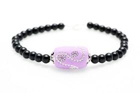 Pärla i lila och silver på svart pärlarmband