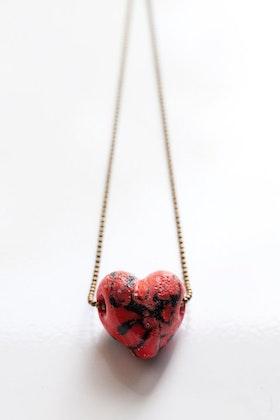 Handgjort hjärta i glas på kedja