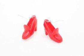 Högklackat i rött, örhängen