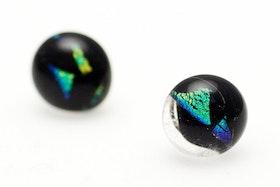 Örstickare av handgjort glas i svart och grönt