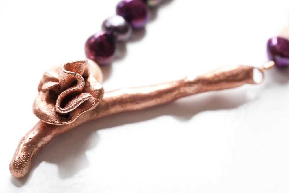 Kopparkvist med blomma på pärlhalsband