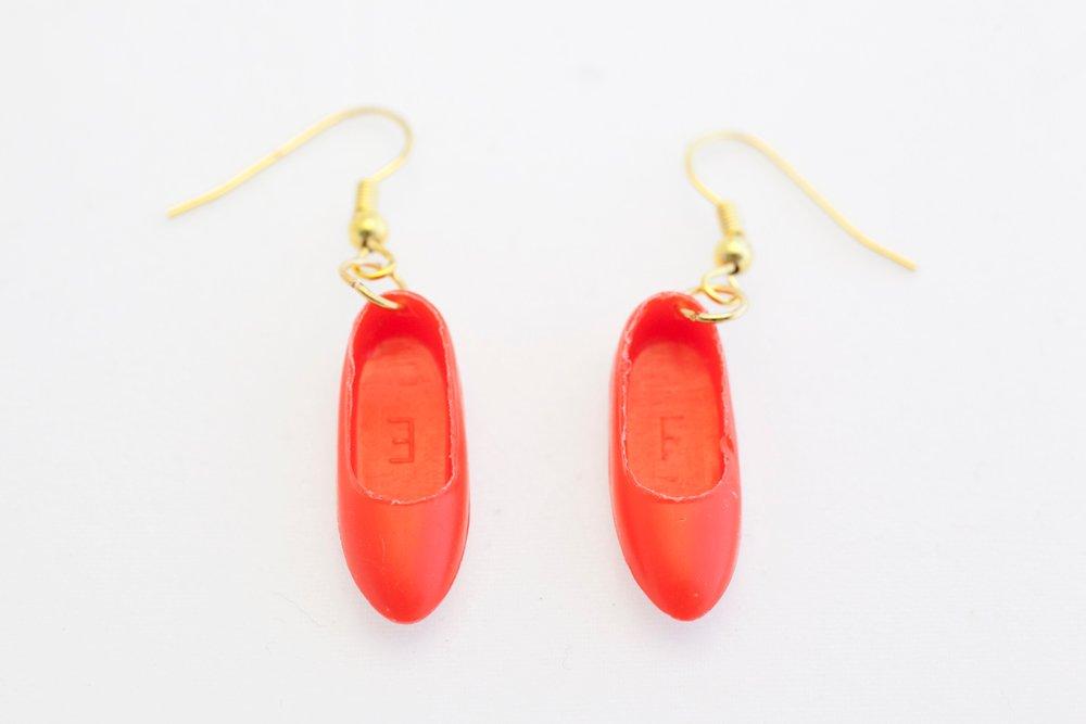 Ballerinaskor i rött, örhängen