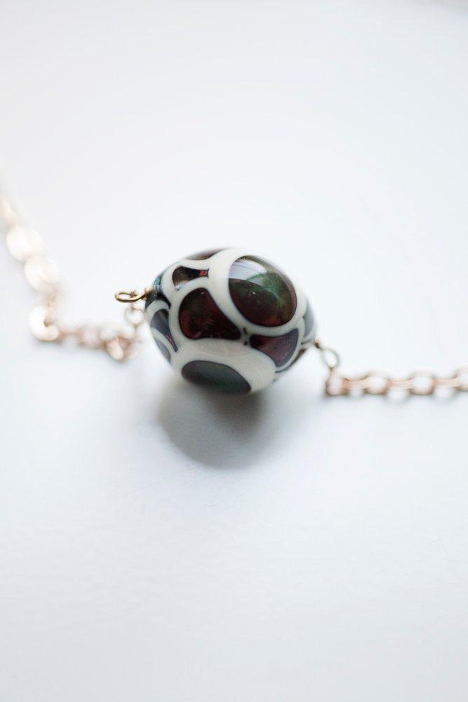 Handgjord glaspärla på kedja