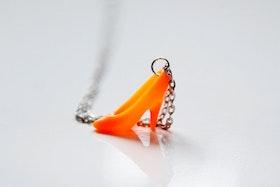 Högklackat i orange på kedja
