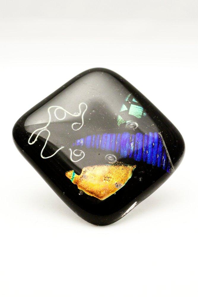 Ring av handgjort glas i svart, silver, blått, grönt och guld