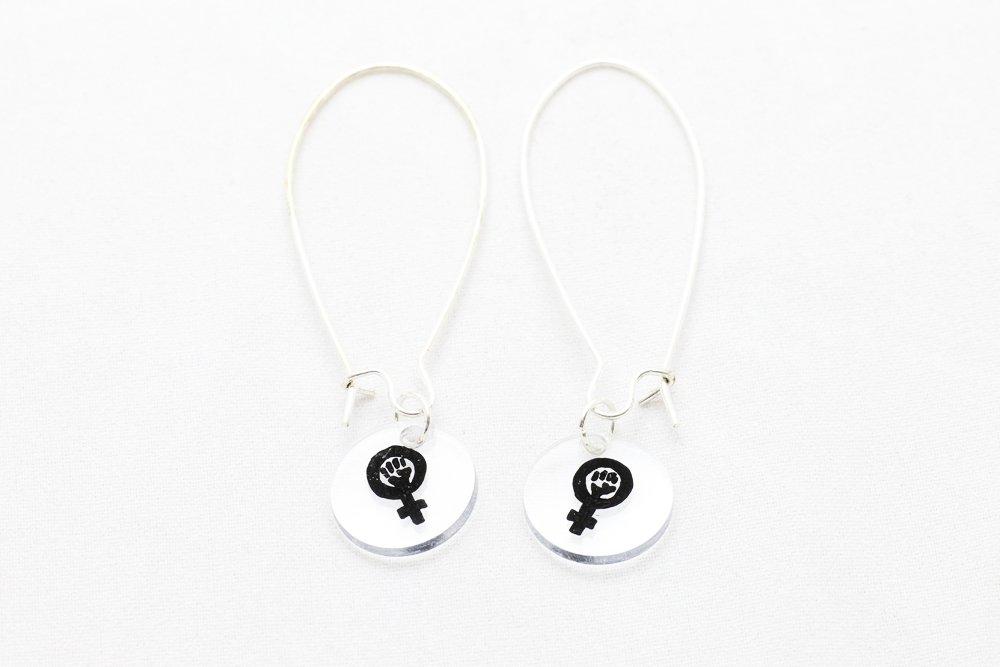 Svarta örhängen, feminist