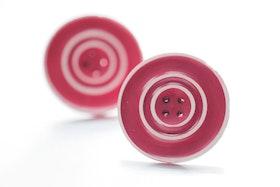 Röda och vita knappar, örstickare