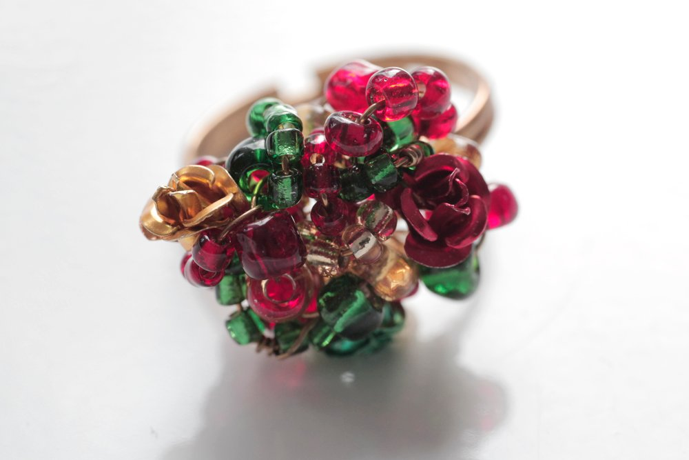 Ring i rött, grönt och guld