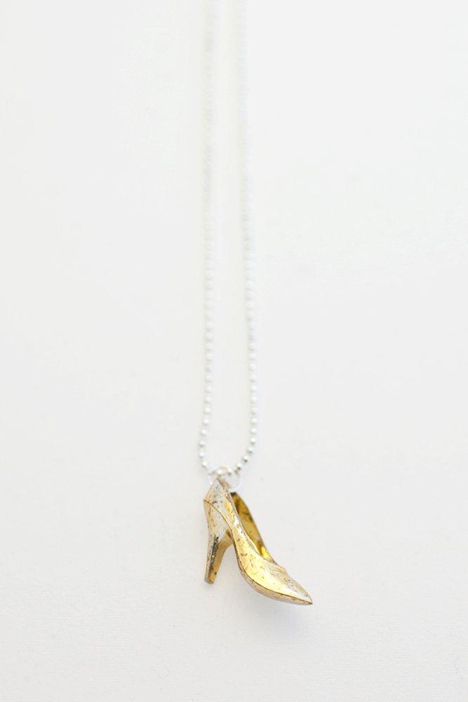 Högklackat i guld på kedja