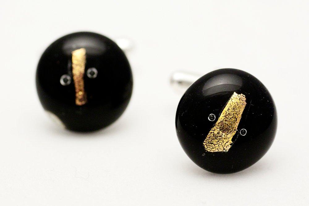 Manschettknappar av handgjort glas i svart och guld