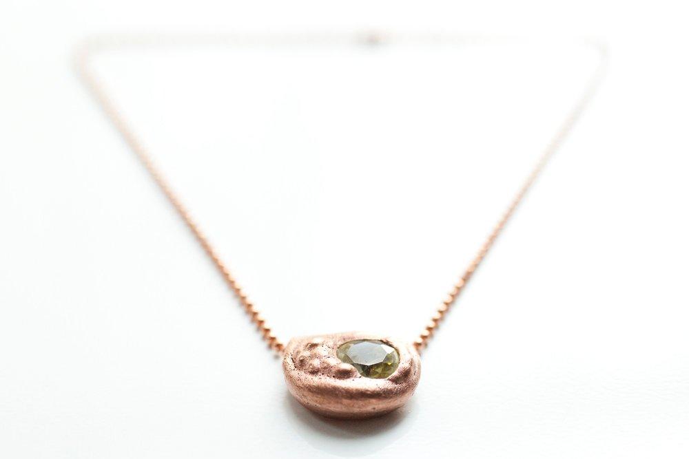 Kopparhänge med kristall, på kedja