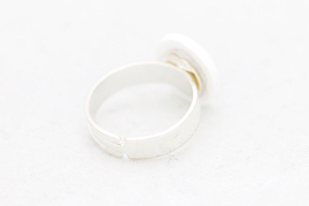 Svart och vit ring, feminist