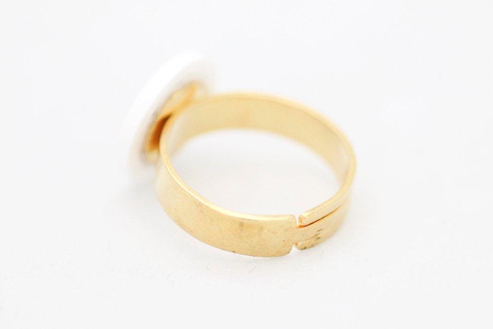 Rosa och vit ring, feminist