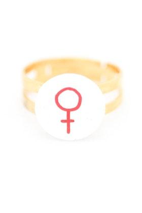 Röd och vit ring, feminist