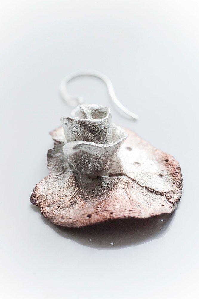 Kopparlöv med silverros, örhänge