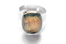 Ring av handgjort glas i guld