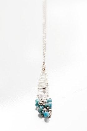 Turkos och silverfärgad hänge på kedja