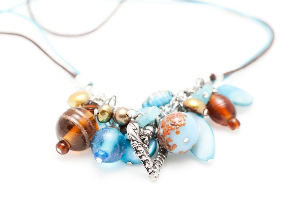 Turkos och brunt halsband