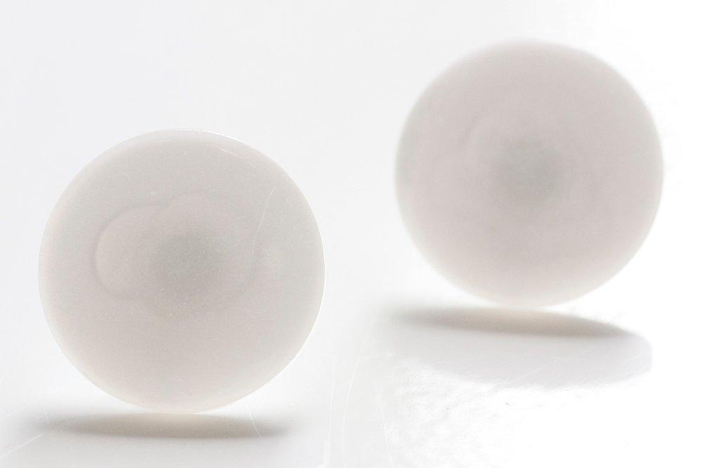 Vita knappar, örstickare