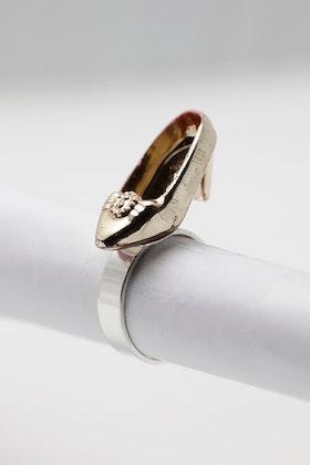 Högklackat i guld, ring