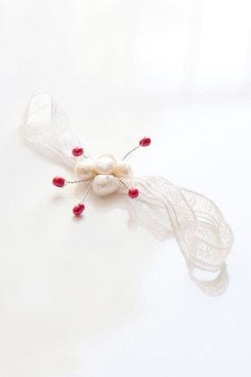 Headpiece i vitt och rosa på vintagespets