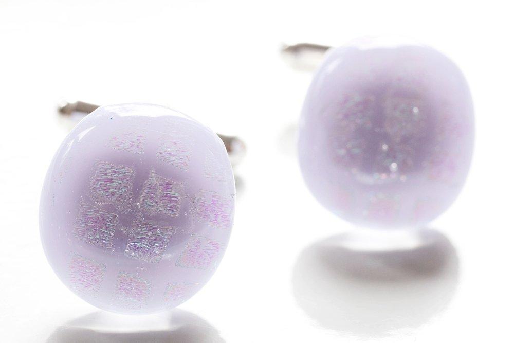 Manschettknappar av handgjort glas i lila