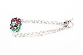 Handgjord glaspärla på armband av kedjor