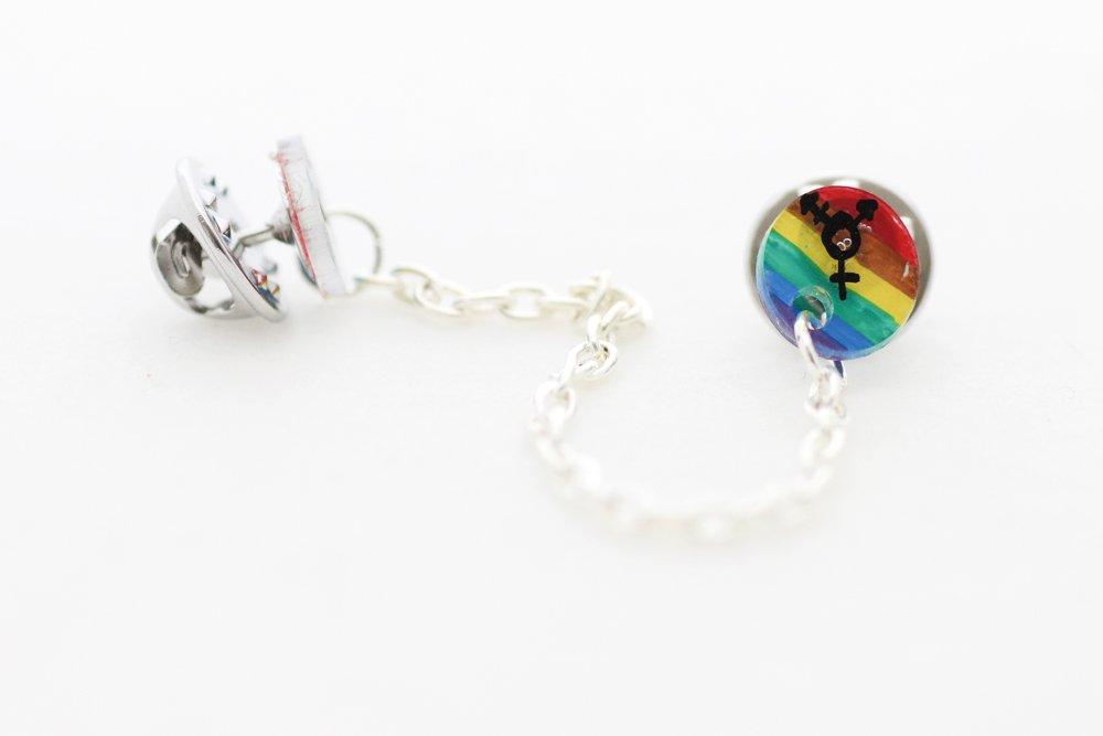 Regnbågsfärgade kragbroscher, trans