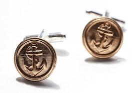 Guldiga knappar med ankare, manschettknappar