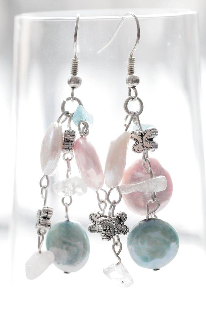 Örhängen i rosa, vitt och turkos