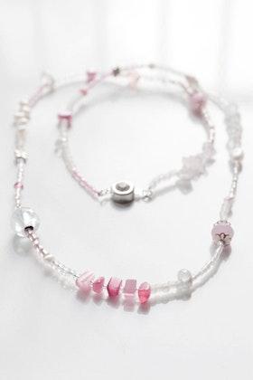Rosa pärlhalsband